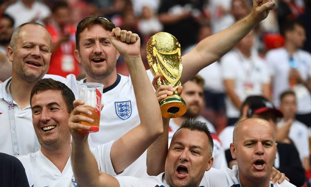 Torcedores ingleses no estádio Luzhniki, para o jogo pela semifinal entre Inglaterra e Croácia FRANCK FIFE / AFP