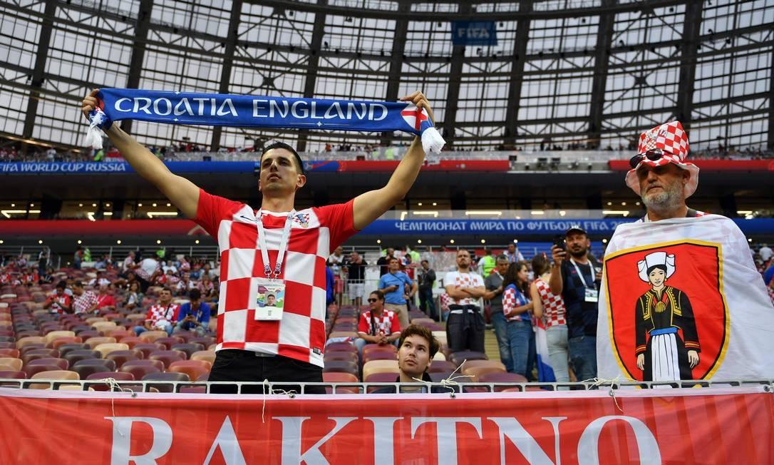 Torcedores croatas no estádio Luzhniki, em Moscou, para assistir ao jogo contra a Inglaterra, pela semifinal da Copa 2018 YURI CORTEZ / AFP