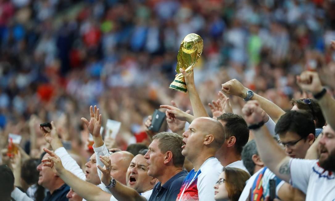 Torcedores à espera do jogo entre Inglaterra e Croácia, no estádio Luzhniki, Moscou. Partida definirá o segundo finalista na Copa da Rússia 2018 KAI PFAFFENBACH / REUTERS