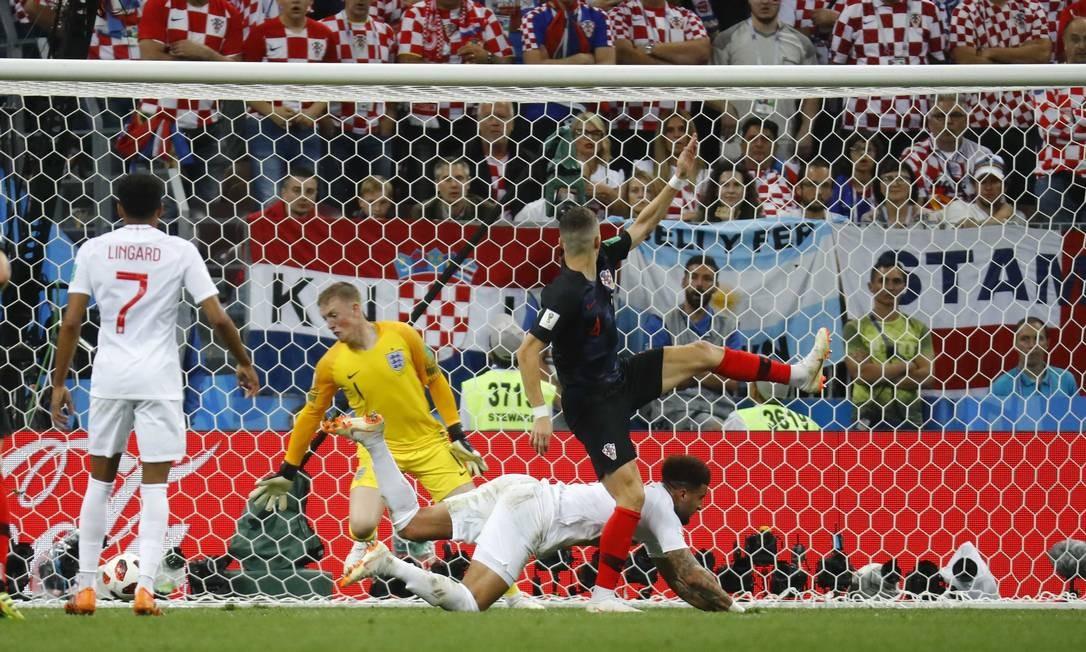 Ivan Perisic empata o jogo para a Croácia KAI PFAFFENBACH / REUTERS