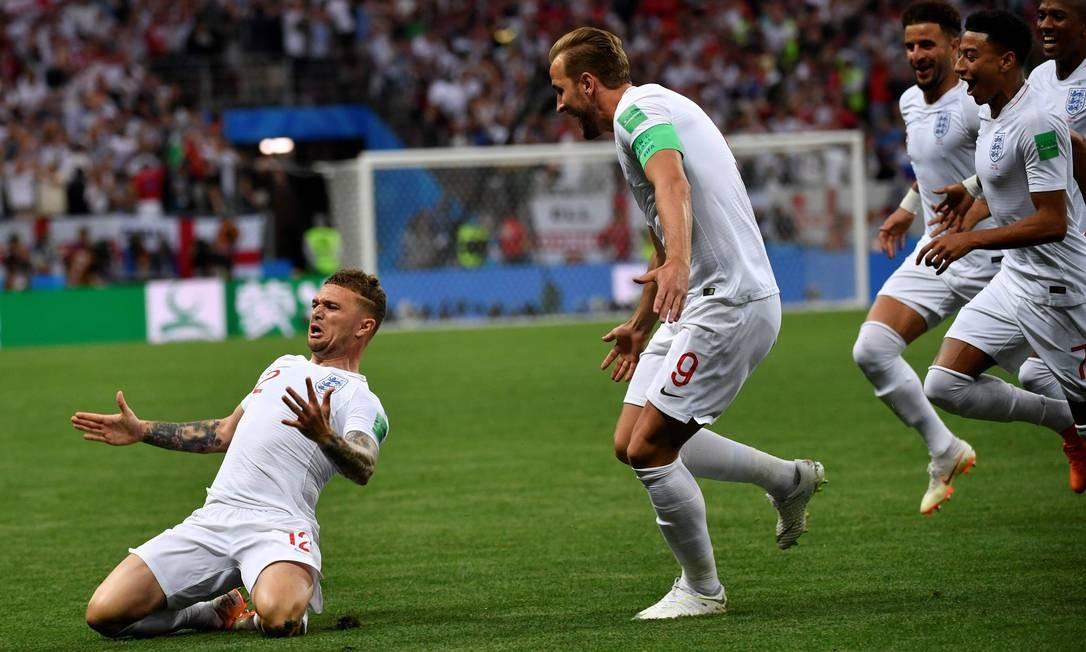Kieran Trippier comemora o gol da Inglaterra no jogo ALEXANDER NEMENOV / AFP