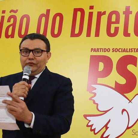 O presidente do PSB, Carlos Siqueira, durante reunião do diretório nacional do partido Foto: Ailton de Freitas/Agência O Globo/16-10-2017