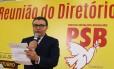 O presidente do PSB, Carlos Siqueira, dyrante reunião do diretório nacional do partido