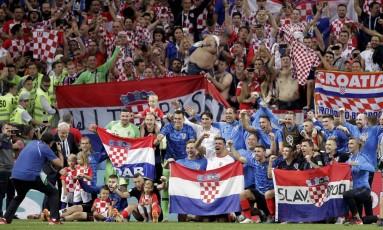 Copa do Mundo Rússia 2018. Semifinal. Croácia x Inglaterra. Jogadores posam para foto após o jogo Foto: Marcelo Theobald / Agência O Globo