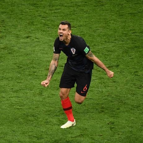 Lovren comemora a vitória da Croácia sobre a Inglaterra Foto: JEWEL SAMAD / AFP
