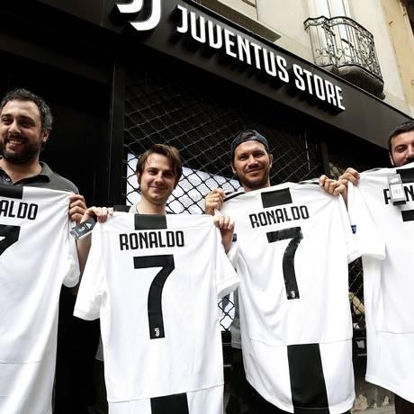 Contratação de Cristiano Ronaldo valoriza ações de Juventus, mas derruba as da Fiat por ameaça de greve Foto: ISABELLA BONOTTO / AFP