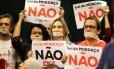 Manifestantes fizeram protesto na Câmara, no momento em que o projeto Escola Sem Partido começou a ser analisado Foto: Jorge William / Agência O Globo