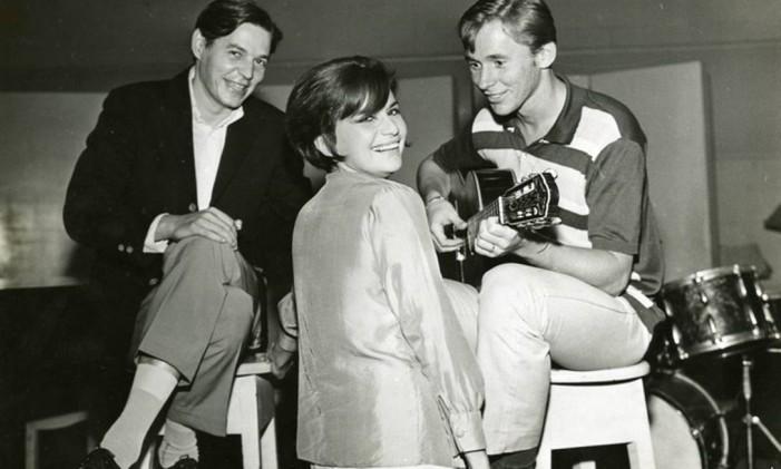 Tom Jobim, Sylvia Telles e Marcos Valle em foto que ilustra a mostra 'Bossa 60, passo a compasso' Foto: Divulgação/Instituto Tom Jobim
