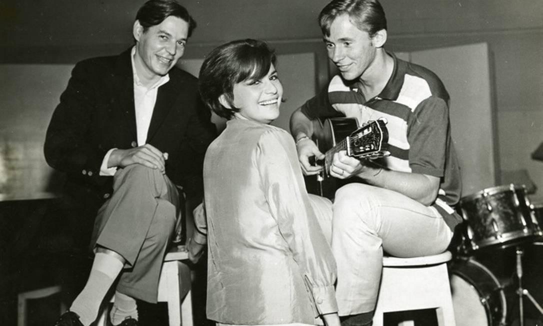 Tom Jobim, Sylvia Telles e Marcos Valle em foto que ilustra a mostra 'Bossa 60, passo a compasso' Foto: Divulgação