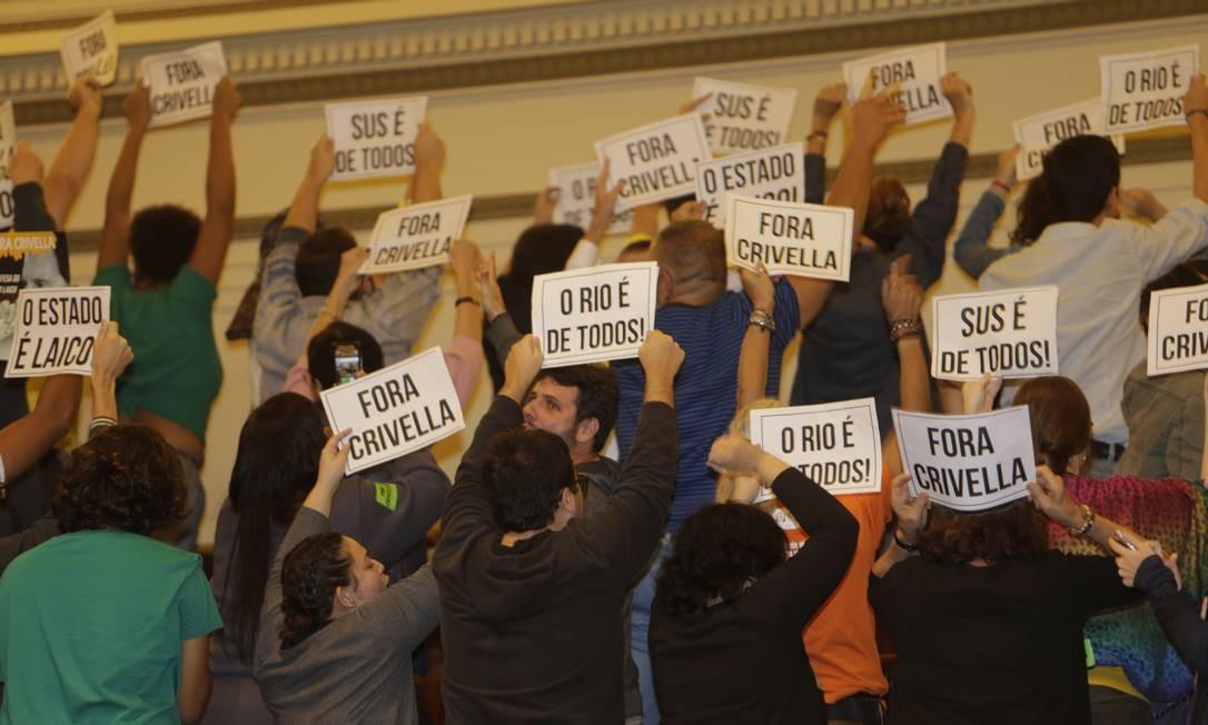 Estão presentes 40 dos 51 vereadores. Em galerias separadas, manifestantes a favor e contra o impeachment do prefeito trocam palavras de ordem Antonio Scorza / Agência O Globo