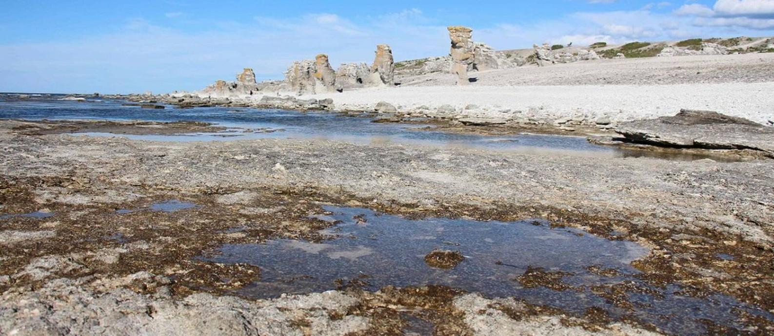 Os famosos monolitos da Ilha de Faro, onde o cineasta sueco Ingmar Bergman filmou muitos de seus clássicos e viveu em seus últimos anos Foto: GAEL BRANCHEREAU / AFP
