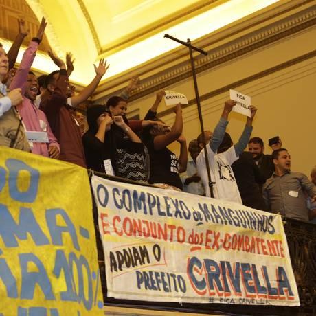 Grupo pró-Crivella durante votação do processo de impeachment do prefeito do Rio Foto: Antonio Scorza / Antonio Scorza