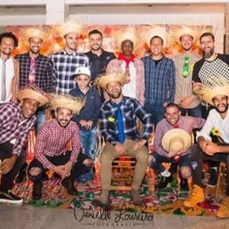 Jogadores do Flamengo se divertem em festa julina Foto: Reprodução