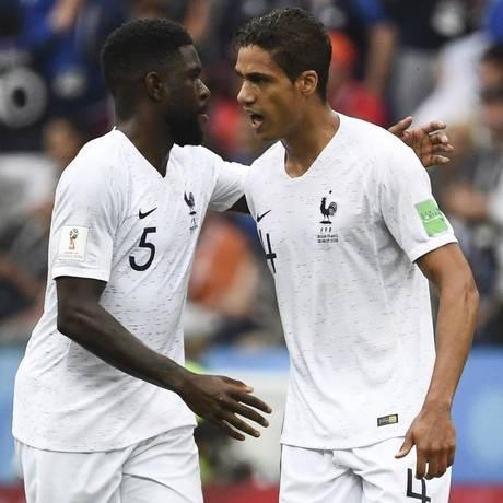 Com Umtiti e Varane, a zaga francesa levou só quatro gols na Copa Foto: FRANCK FIFE / AFP