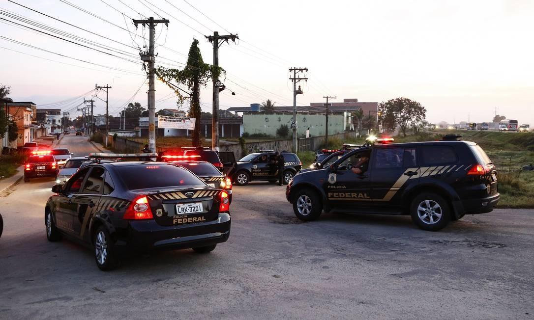 Operação da Polícia Federal em Itaboraí na manhã desta sexta-feira Foto: Uanderson Fernandes / Agência O Globo