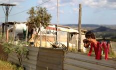 Novos barracos surgem a cada instante no Sol Nascente. Apesar da fiscalização, a favela não para de crescer Foto: Jorge William / Agência O Globo