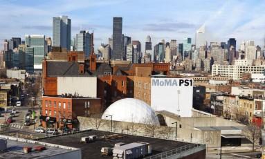 Moma PS1. Unidade funciona no Queens para festas, performances e mostras temporárias Foto: Divulgação/Erin Kornfeld & Erika Leone/elkstudios