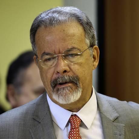 O ministro da Segurança Pública, Raul Jungmann, durante entrevista coletiva Foto: Jorge William/Agência O Globo/15-05-2018