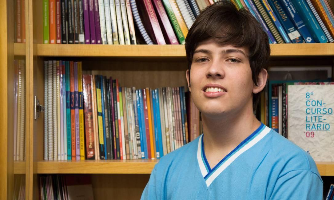 O estudante Luiz Vasconcelos Júnior: agora, ele se prepara para concursos como IME e ITA Foto: / Emily Almeida