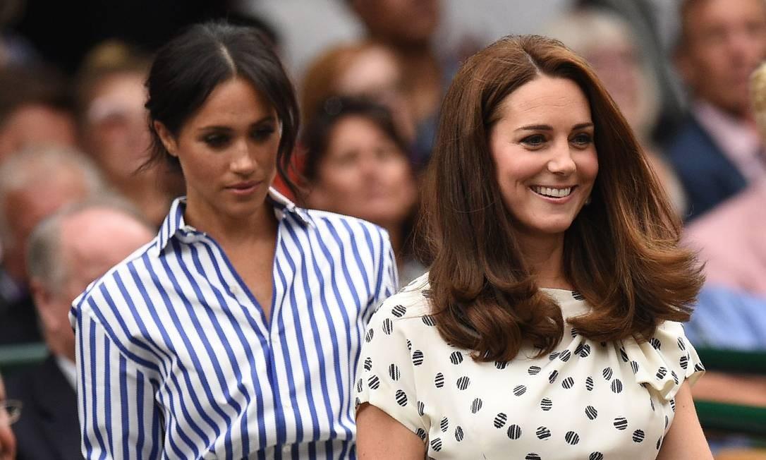 Meghan Markle e Kate Middleton chegam juntas para os jogos de tênis em Wimbledon Foto: OLI SCARFF / AFP