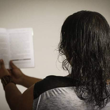 """Terror. Ameaçada e agredida, professora de inglês tem medo: """"As crianças diziam que iam pedir aos traficantes que me matassem"""" Foto: PABLO JACOB / Agência O Globo"""