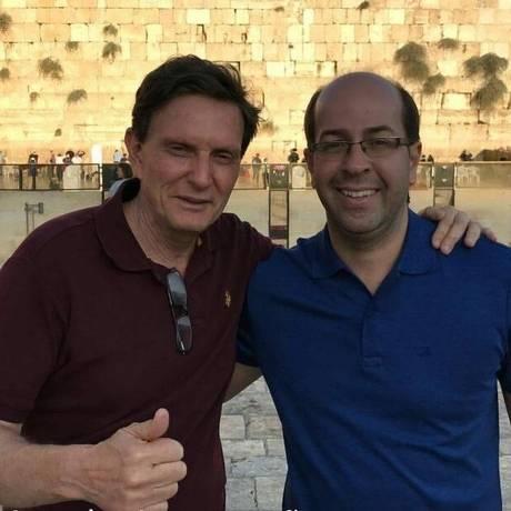 O amigo. Rafael Alves e Crivella em Jerusalém, em 2016: doação acima do limite previsto em lei e prestígio na prefeitura Foto: Reprodução / Reprodução