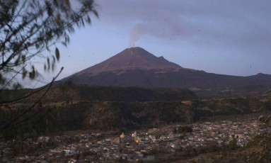 O Chile tem cerca de 90 vulcões potencialmente ativos Foto: Marco Ugarte / AP