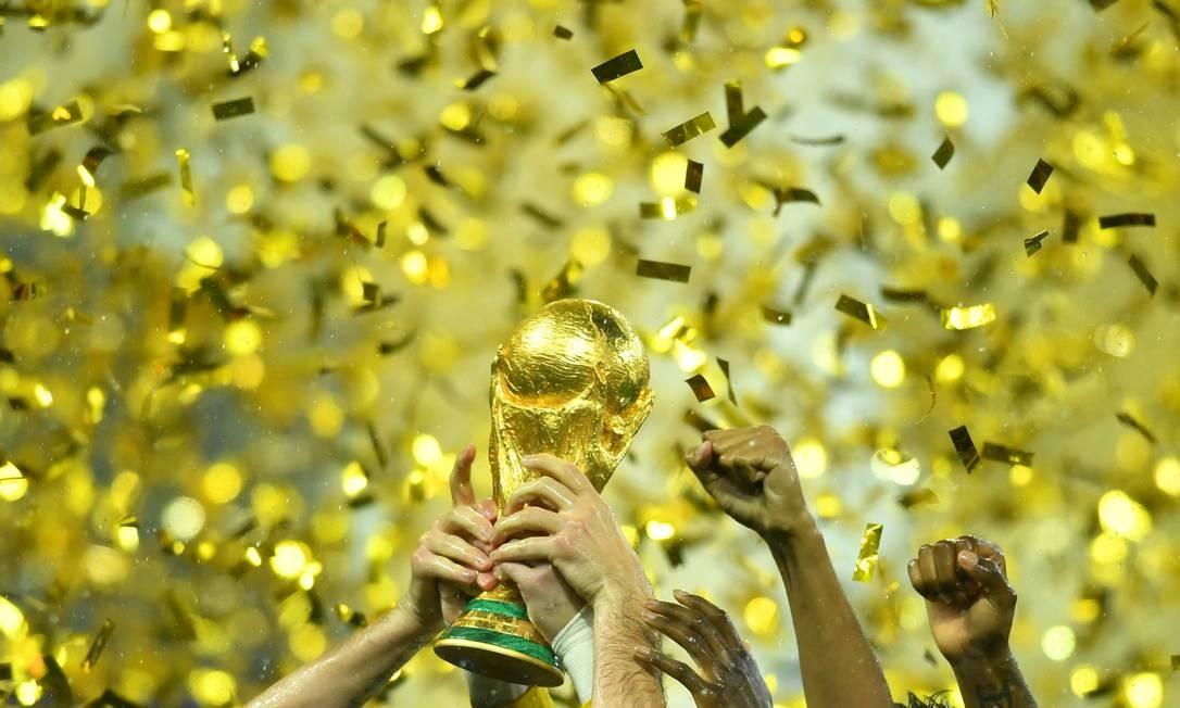 A cobiçada taça da Copa do Mundo Foto: DYLAN MARTINEZ / REUTERS
