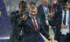 O presidente russo Vladimir Putin desceu ao campo do Lujniki para a cerimônia de premiação Foto: DAMIR SAGOLJ / REUTERS