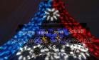 Torre Eiffel iluminada com as cores da bandeira da França e com os anos dos títulos do país em Copa Foto: PHILIPPE WOJAZER / REUTERS