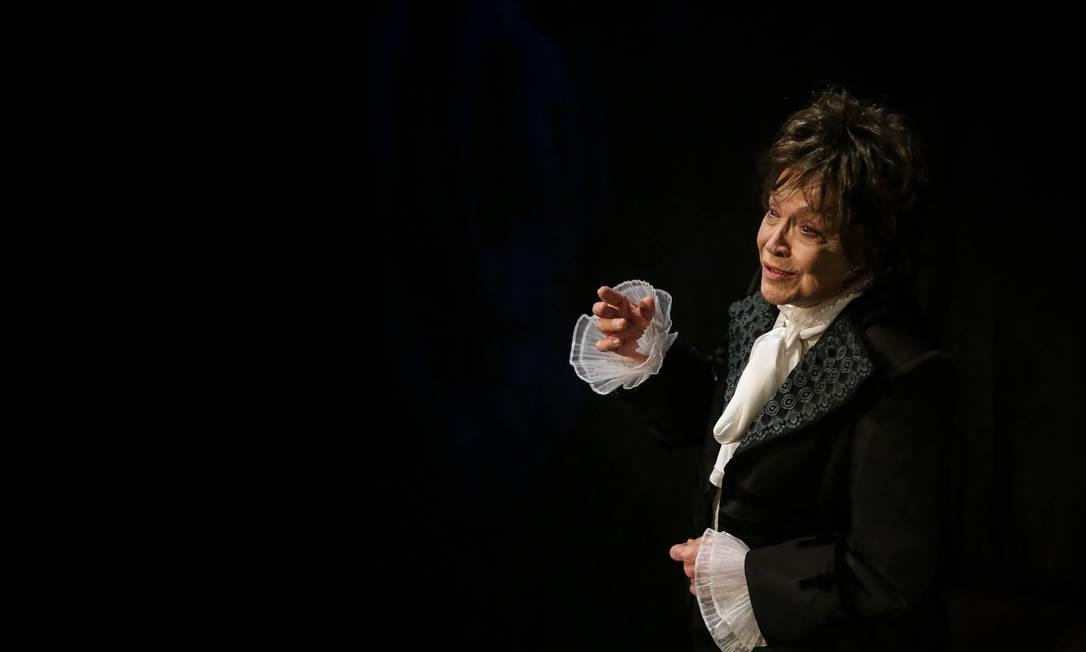 SC - Nathalia Timbergo como Chopin: parceria musical com a pianista Clara Sverner Foto: Divulgação / Agência O Globo