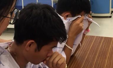 Meninos resgatados da caverna inundada da Tailândia: socorrista disse que projeto de minissubmarino proposto por Musk seria inviável Foto: HANDOUT / REUTERS
