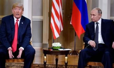 Trump e Putin iniciam encontro em Helsinque, na Finlândia Foto: BRENDAN SMIALOWSKI / AFP