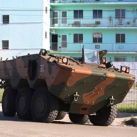 Operação em São Gonçalo envolve cerca de 4.500 hormas das forças de segurança Foto: Fabiano Rocha / Agência O Globo