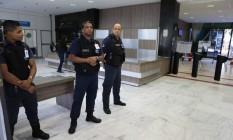 Setores do Ministério do Trabalho foram isolados nesta segunda-feira Foto: Jorge William / Jorge William