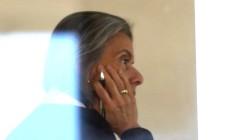 A presidente do STF, ministra Cármen Lúcia, despacha em seu gabinete Foto: Ailton de Freitas / Agência O Globo