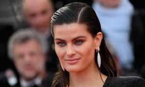 Isabeli Fontana: cabelo co efeito molhado Foto: Emma McIntyre / Getty Images