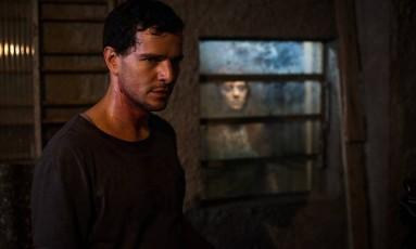 """Em """"Morto não fala"""", de Dennison Ramalho, Stênio (Daniel de Oliveira) desencadeia uma maldição que traz perigo e morte Foto: Divulgação"""