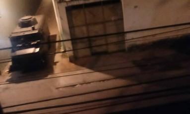 Blindado da PM já estaria no Morro do Urubu Foto: Redes Sociais