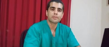 """O médico Denis Cesar Barros Furtado, de 45 anos, conhecido como """"Doutor Bumbum"""", em vídeo no seu canal no Youtube Foto: Reprodução / Internet"""