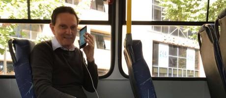 Marcelo Crivella em um ônibus do novo modelo: prefeito diz que Justiça foi 'induzida ao erro' Foto: Arquivo / 12/07/2018 / Divulgação prefeitura do Rio / Edvaldo Reis
