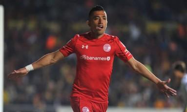 Fernando Uribe marcou duas vezes contra o São Paulo pelo Toluica Foto: Toluca
