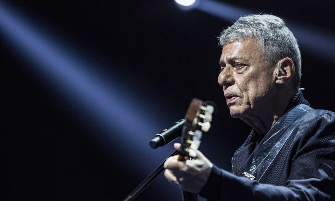 Chico Buraque em ensaio de seu show 'As caravanas' Foto: Ana Branco / Agência O Globo