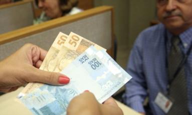 Oferta de crédito pode subir 10% do PIB com cadastro positivo, prevê Santander Foto: Adriano Machado - O Globo