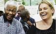 Mandela e Zelda: líder se esforçava para falar em africâner com a assistente, que se reconhece como herdeira da colonização Foto: Reprodução