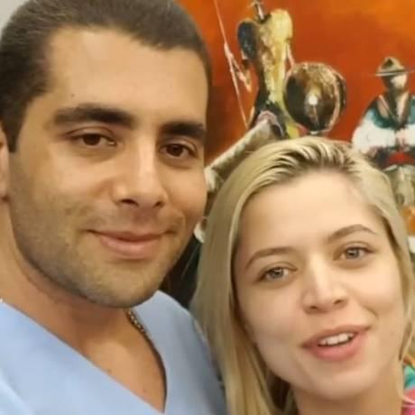 Denis Furtado e a Miss Bumbum Flávia Tamayo Foto: Reprodução / Instagram