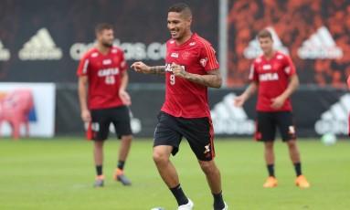 Vai pra jogo: Guerrero está liberado para jogar pelo Flamengo Foto: Gilvan de Souza / Flamengo