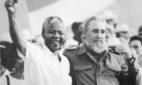 Mandela e Fidel Castro celebram aniversário da Revolução Cubana, em 1991 Foto: AP / Foto de arquivo