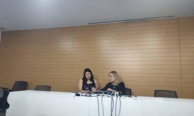 A advogada Naiara Baldanza (à direita), durante entrevista coletiva Foto: Pedro Henrique Gomes/Agência O Globo