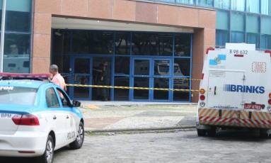 Ataque a carro-forte em frente à Prefeitura do Rio Foto: Fabiano Rocha/Agência O Globo/07-06-2017
